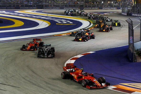 Der Start in Singapur - Foto: LAT Images