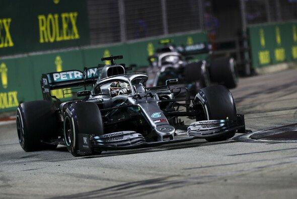 Valtteri Bottas wurde für Lewis Hamiltons Rennen in Singapur eingebremst - Foto: LAT Images