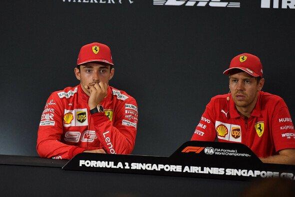 Charles Leclerc war nach dem Singapur GP ratlos: Warum wurde er von der Strategie benachteilig? - Foto: LAT Images