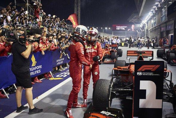 Sebastian Vettel und Charles Leclerc in Singapur - Foto: LAT Images