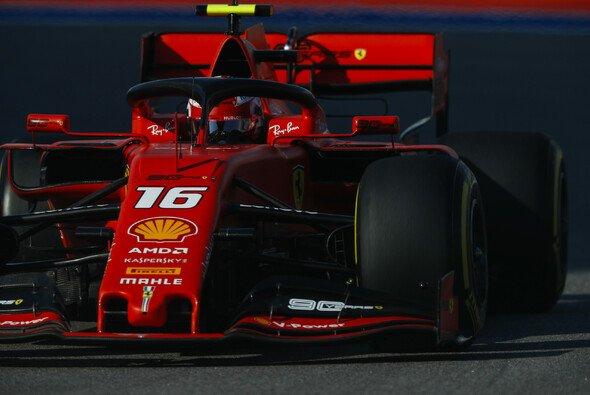Charles Leclerc sicherte sich für das Formel-1-Rennen am Sonntag in Russland die vierte Pole Position in Folge - Foto: LAT Images
