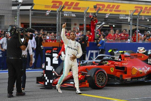 Lewis Hamilton kann sich auch über zweite Plätze freuen: Ferrari eigentlich unantastbar - Foto: LAT Images