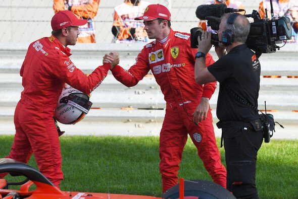 Schon in ihrer ersten gemeinsamen Saison bei Ferrari lieferten sich Sebastian Vettel und Charles Leclerc einige Duelle - Foto: LAT Images