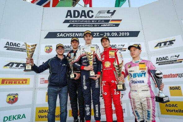 Pourchaire (M.) gewinnt vor Hauger und Petecof - Foto: ADAC Formel 4