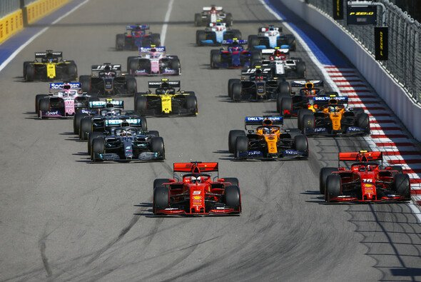 Die Formel 1 absolviert 2020 ganze 22 Rennwochenenden - Foto: LAT Images