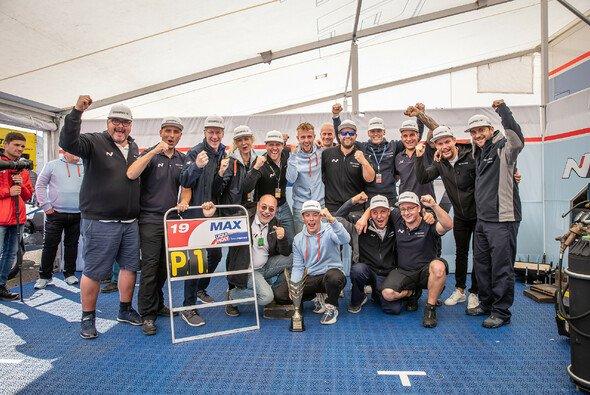 Großer Jubel beim Hyundai Team Engstler - Foto: Christoph Göckel / Hyundai