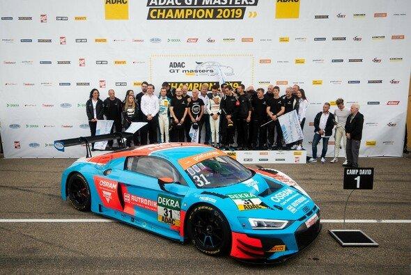 Team- und Fahrermeister 2019: HCB-Rutronik Racing - Foto: ADAC GT Masters