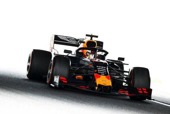 Max Verstappen war bei den Formel-1-Trainings in Japan erster Verfolger von Mercedes - Foto: LAT Images