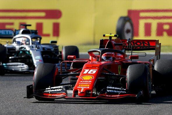 Charles Leclerc vermutet politische Spielchen hinter den Gerüchten um Ferraris Power Unit - Foto: LAT Images