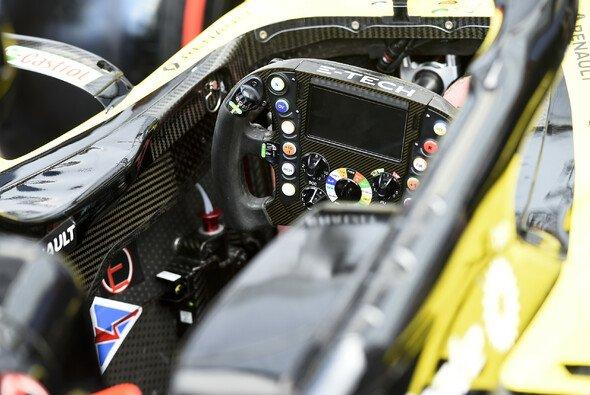 Renault akzeptiert die Disqualifikation - versteht sie aber nicht - Foto: LAT Images