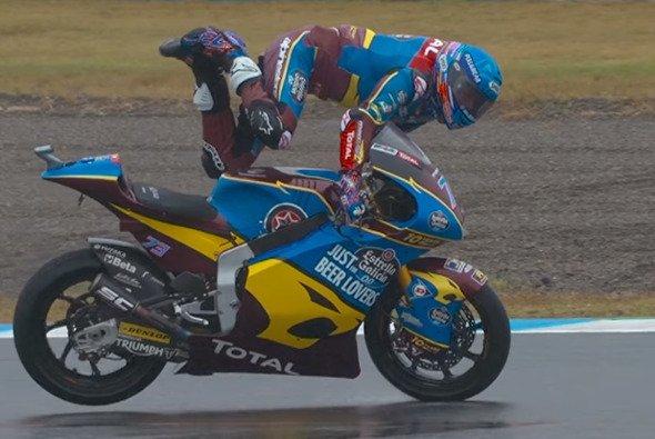 Alex Marquez sorgt für die spektakulärste Aktion des Wochenendes - Foto: MotoGP/Screenshot