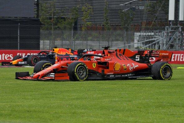 Erst Stammgast in der Wiese, dann Tagesbestzeit für Sebastian Vettel in Mexiko - Foto: LAT Images