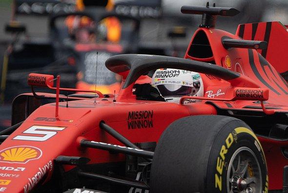 Sebastian Vettel und Ferrari sind nach den Trainings in Mexiko in der Favoritenrolle - Foto: LAT Images