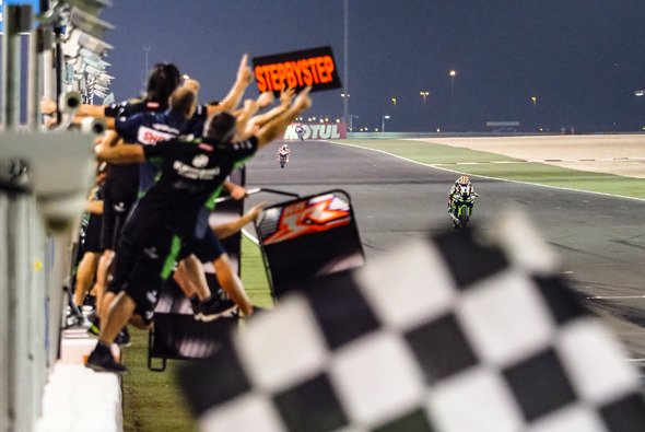 Jonathan Rea gewinnt in Katar alle drei Rennen - Foto: WorldSBK