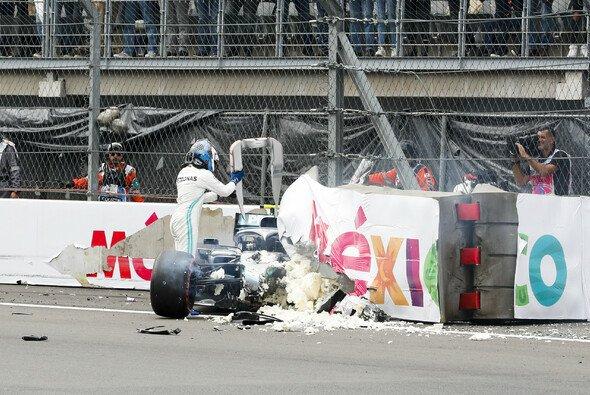 Für Valtteri Bottas endete das Formel-1-Qualifying in Mexiko mit einem heftigen Unfall - Foto: LAT Images