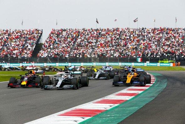 Mercedes fährt bei Formel-1-Rennen lieber vorne weg - Foto: LAT Images