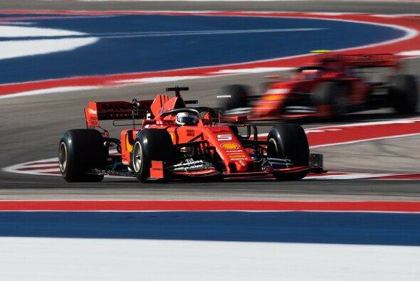 Ferrari kam im zweiten Training nicht ganz mit - Foto: LAT Images