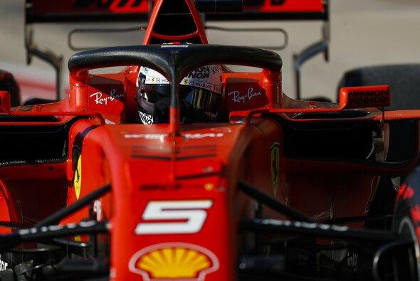 Bremst die FIA-Direktive Ferrari auf den Geraden aus? - Foto: LAT Images