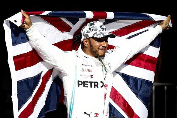 Lewis Hamilton kann Michael Schumachers Rekorde für die Ewigkeit gefährden - Foto: Mercedes-Benz