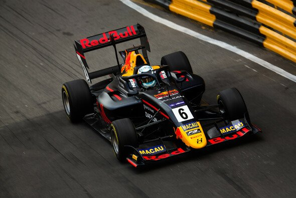 Red-Bull-Junior Jüri Vips hat das Qualifying-Rennen der Formel 3 in Macau gewonnen - Foto: LAT Images