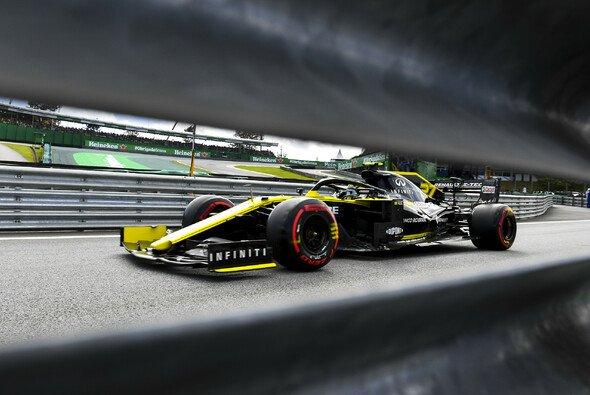Nico Hülkenberg musste sich bei der Qualifikation zum Brasilien GP von Teamkollege Daniel Ricciardo geschlagen geben - Foto: LAT Images