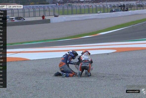 Iker Lecuona kümmerte sich im Kies um Johann Zarco - Foto: MotoGP/Twitter