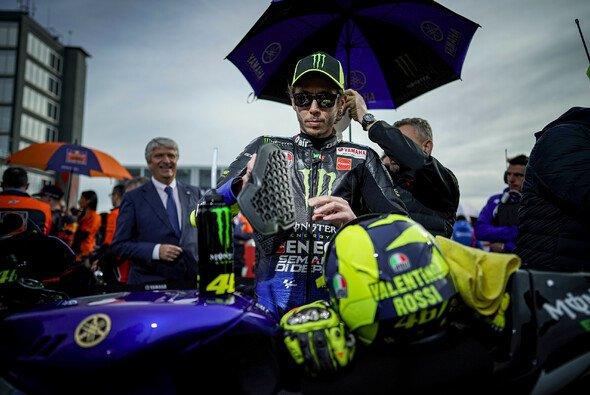 Valentino Rossi im Grid von Valencia - darauf müssen die Fans wohl noch warten - Foto: Yamaha