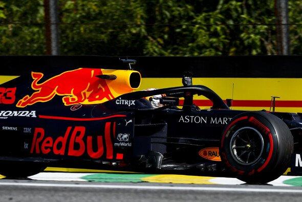 Max Verstappen gewinnt in Brasilien - Foto: LAT Images