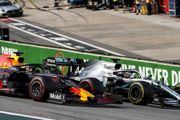 Max Verstappen setzte sich beim Formel-1-Rennen in Brasilien gegen Weltmeister Lewis Hamilton durch - Foto: LAT Images