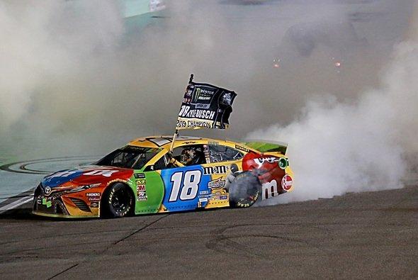 Kyle Busch ist zum zweiten Mal NASCAR-Champion - Foto: NASCAR