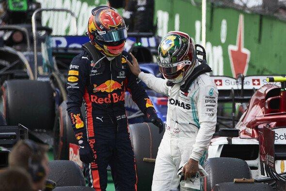 Lewis Hamilton entschuldigte sich direkt nach dem Rennen bei Alexander Albon - Foto: LAT Images