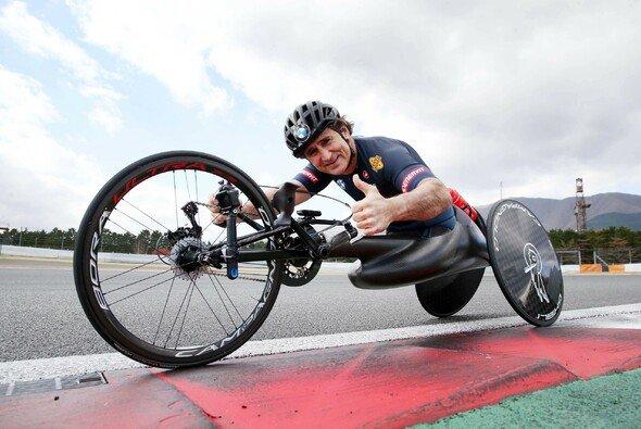 Bangen um Alex Zanardi: Seit seinem Handbike-Unfall am Freitag ist seine Lage noch immer kritisch - Foto: BMW Motorsport