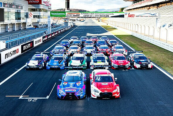 22 Autos von Super GT und DTM beim Dream Race Show-Rennen in Fuji - Foto: Audi Communications Motorsport
