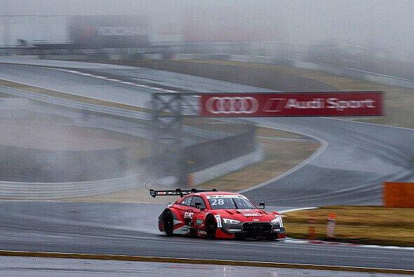 Loic Duval startet beim Sonntags-Rennen in Fuji von der Pole Position - Foto: Audi Communications Motorsport