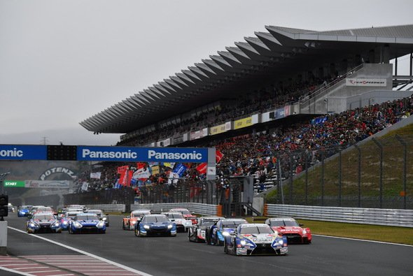 Nick Cassidy im Lexus gewinnt das Samstags-Rennen in Fuji - Foto: DTM