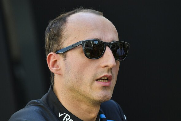 Robert Kubica setzt sich beim Young Driver Test der DTM erstmals in ein aktuelles DTM-Fahrzeug - Foto: LAT Images