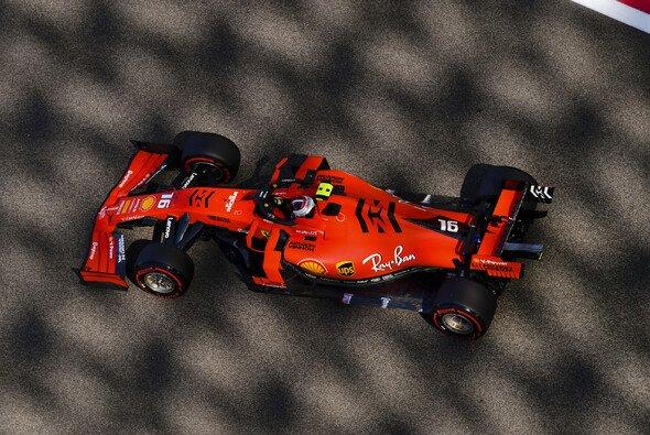 Lewis Hamilton fuhr im ersten Training von Abu Dhabi mit Nummer 1 - Foto: LAT Images