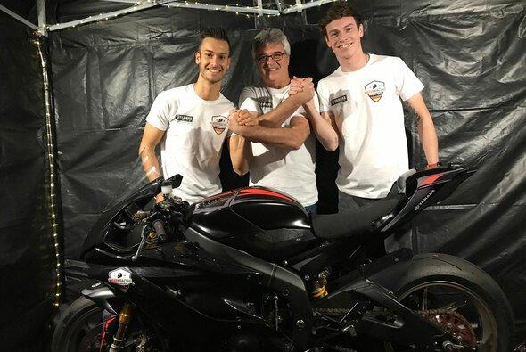 Teamchef Jochen Kiefer mit seinen Piloten für 2020 - Foto: Kiefer Racing