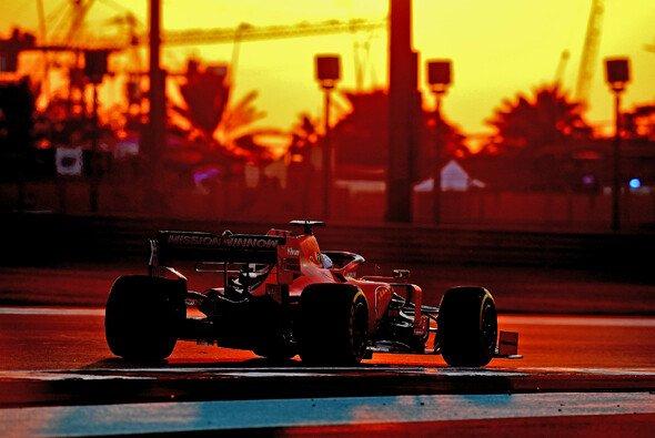 Wer fährt in der Abendsonne von Abu Dhabi Richtung Sieg? - Foto: Ferrari