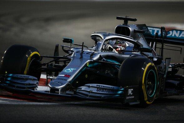 Formel-1-Weltmeister Lewis Hamilton startet beim letzten Rennen 2019 in Abu Dhabi von der Pole Position - Foto: LAT Images