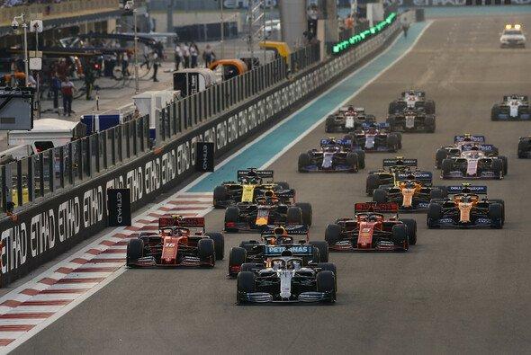 Lewis Hamilton gewinnt in Abu Dhabi - Foto: LAT Images
