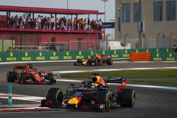 Sebastian Vettel kam trotz Soft nicht an Max Verstappen vorbei - nur, weil das DRS fehlte? - Foto: LAT Images
