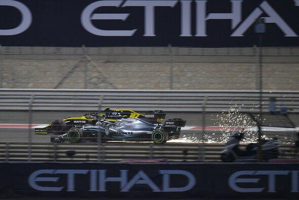 Valtteri Bottas musste sich in Abu Dhabi durch das Formel-1-Feld kämpfen - Foto: LAT Images