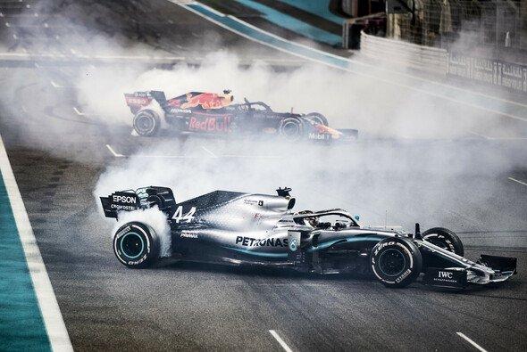 Lewis Hamilton feierte in Abu Dhabi die letzte große Party der Saison - Foto: LAT Images