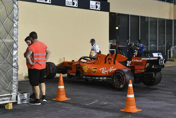 Charles Leclercs Ferrari wurde lange untersucht - Foto: LAT Images
