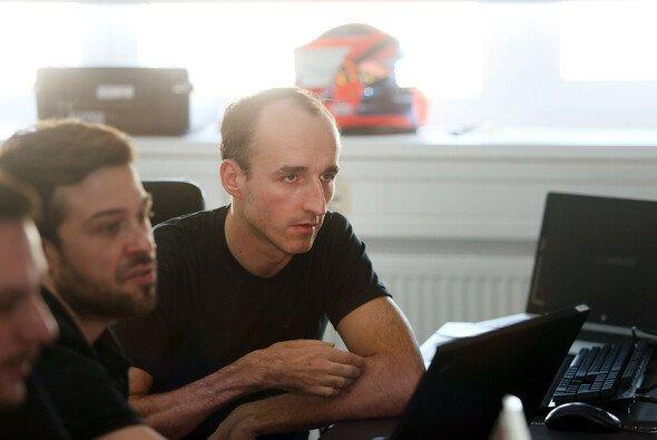 Robert Kubica bei den Vorbereitungen auf seinen DTM-Test mit BMW - Foto: BMW Motorsport