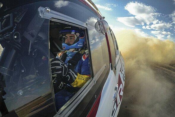 Mit Test-Einsätzen hat sich Fernando Alonso auf den Einsatz bei der Rallye Dakar 2020 vorbereitet - Foto: Toyota