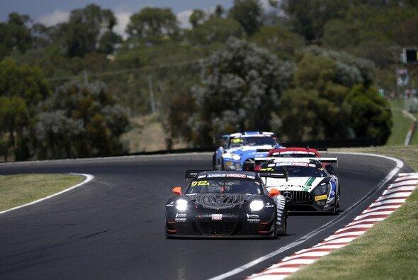 Im vergangenen Jahr hat Porsche die 12-Stunden von Bathurst gewonnen - Foto: LAT Images