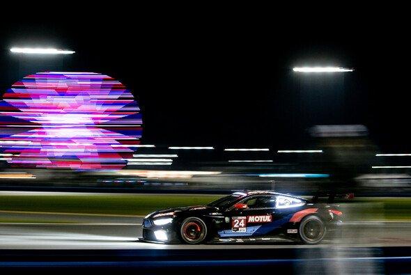 Der BMW mit der Startnummer 24 gewann die 24 Stunden von Daytona in der GTLM-Wertung - Foto: BMW Motorsport