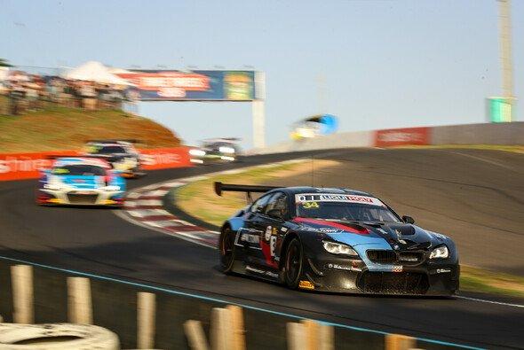 Der Walkenhorst-BMW wurde nach einer Kollision mit einem Känguru zurückgeworfen - Foto: BMW Motorsport